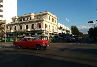 Calle 23, uma das principais vias do bairro de El Vedado